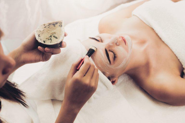 Złuszczanie naskórka w gabinecie kosmetycznym